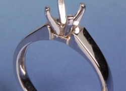 14kt White Gold Solitaire Setting Price: $395